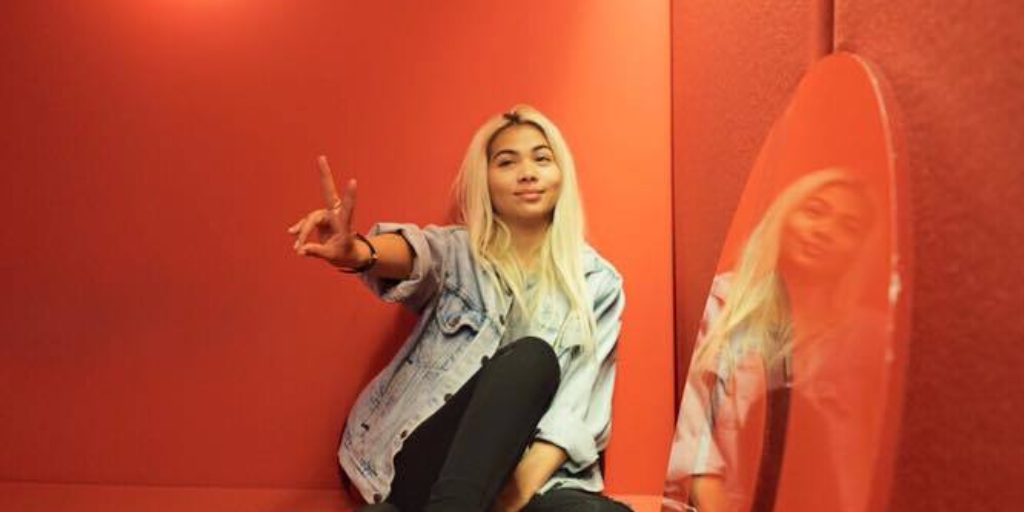 hayley-kiyoko-2018-single-curious-futur-album