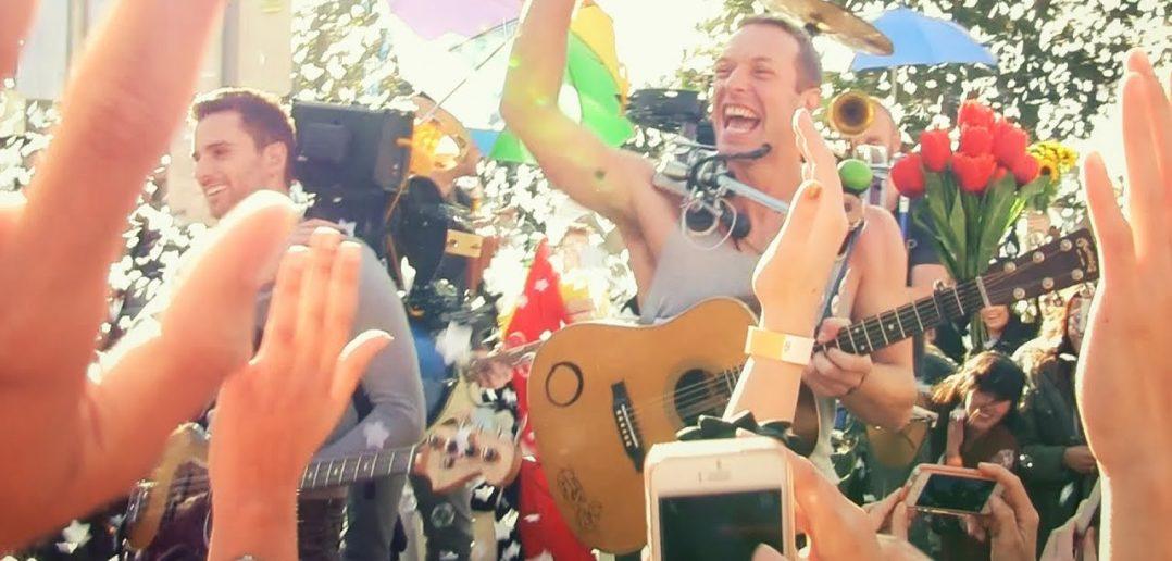 """Avant ses concerts du 22 novembre, Coldplay dévoile un nouvel extrait, celui de """"Guns"""" 1"""