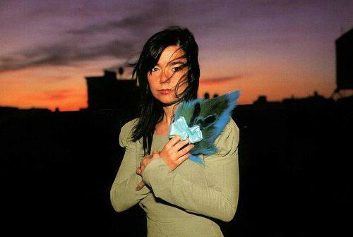 Laissez-vous envoûter par la magicienne Björk à la Seine Musicale en juillet 2020 !