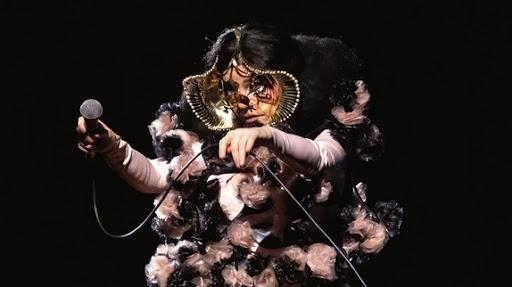 Björk reporte ses concerts du «Orchestral Tour» à la Seine Musicale, à Paris, en juin 2021 !