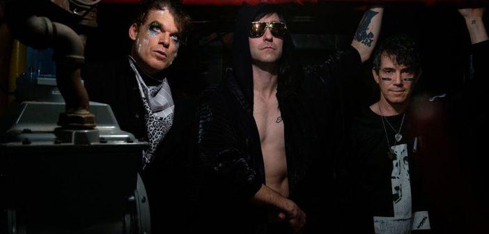 Dexter se met à la chanson avec son groupe «Princess Goes to the Butterfly Museum» et son premier EP