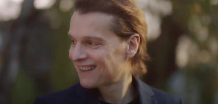 Bénabar dévoile le clip de «Les Belles Histoires», inspiré par «Un Jour sans Fin» !