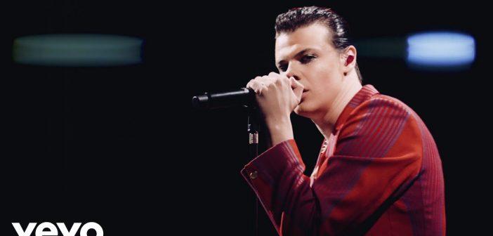 Yungblud dévoile le clip de «Life on Mars», une reprise du tube de David Bowie !