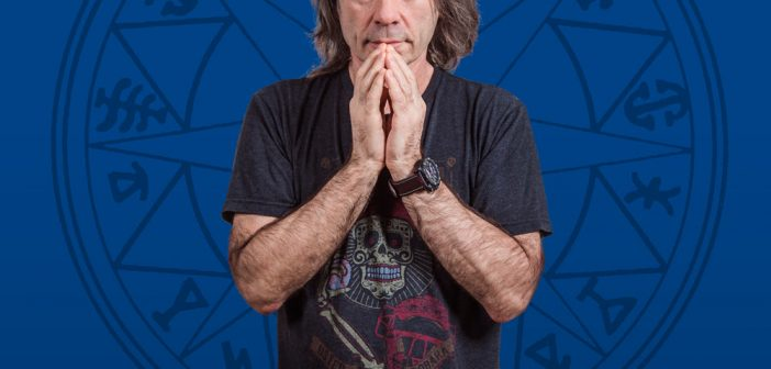 Bruce Dickinson d'Iron Maiden annonce une tournée solo où il va vous raconter des histoires !