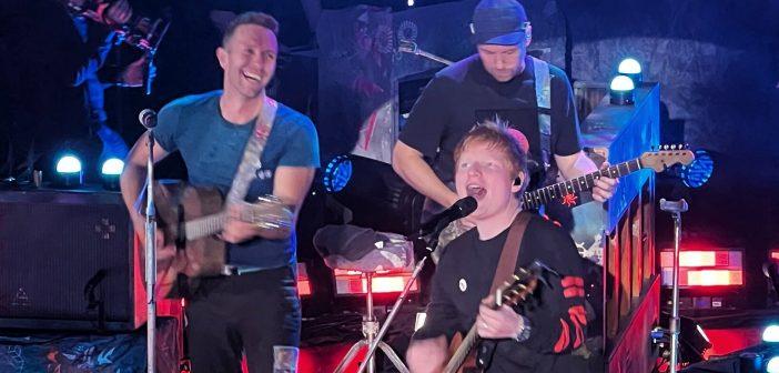 Coldplay et Ed Sheeran se retrouvent pour chanter «Fix You» et «Shape Of You»