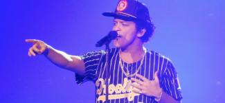 Prince, bientôt incarné par le chanteur Bruno Mars au cinéma ?
