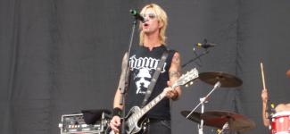 Duff McKagan, bassiste des Guns N' Roses, en concert à Paris en 2019 !