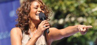 Whitney Houston : une tournée hologramme, un album et un show à Broadway en préparation