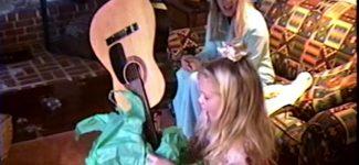 """Mettez-vous dans l'ambiance de Noël avec le """"Christmas Tree Farm"""", titre inédit de Taylor Swift !"""