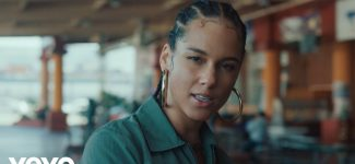 """Alicia Keys vous appelle à vous sublimer dans le clip de sa nouveauté """"Underdog"""""""